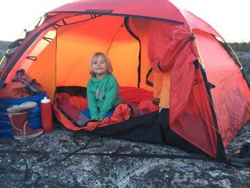 Barn utan för tält