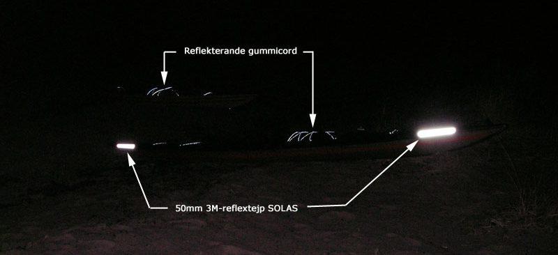 bild i mörker på reflextejp och cord